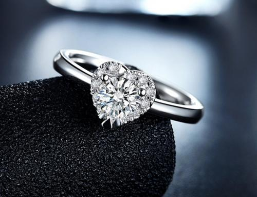 求婚戒指戴哪个手指 求婚戒指如何戴